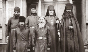 monaxi-pechengskogo-monastyrya-1918-god